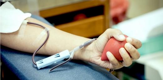 """""""Picătura de viață"""", inițiativa studenților de a oferi o șansă la viață celor ce au nevoie de sânge. O săptămână în care poți fi și tu parte din schimbare"""