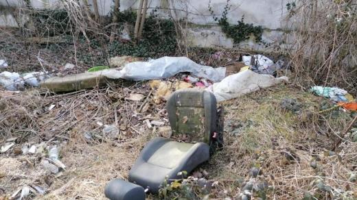 """Parcul Feroviarilor, transformat în groapă de gunoi! Tarcea: """"Cu astfel de situații ne întâlnim în fiecare săptămână"""""""