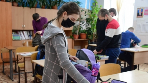"""Elevii vor merge fizic la școală, după vacanța de Paște. Cîmpeanu: """"Vom avea testare non-invazivă, din salivă"""""""