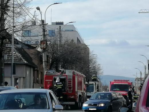 INCENDII în lanț! Vegetație arsă pe strada Minervei, mașină de gunoi în flăcări pe Constantin Brâcuși, Cluj-Napoca