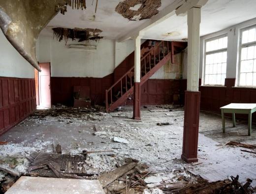 Doi soți din Cluj și-au cumpărat un apartament cu 70.000 de euro și s-au trezit cu podeau prăbușită