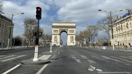 Franța intră în carantină totală timp de o lună! Se închid școlile, centre comerciale și se aplică restricții de deplasare