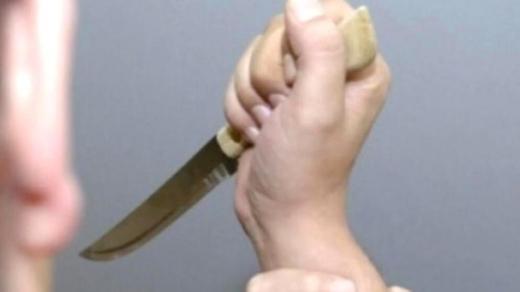 Un copil de 13 ani a ATACAT a înjunghiat o fată la Iulius Mall cu un cuțit