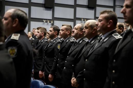O polițistă din Turda infectată cu COVID a murit