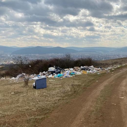 Pivariu le declară RĂZBOI celor care aruncă deșeuri în spații verzi. Zonele vor fi survolate de drone și mașinile vor fi confiscate