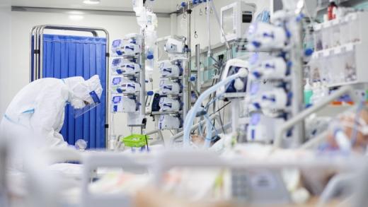 """Pacienții NU MAI AU LOC în spitale la Cluj! Prefect: """"Nu mai sunt locuri nici la ATI, nici pe secțiile normale COVID"""""""