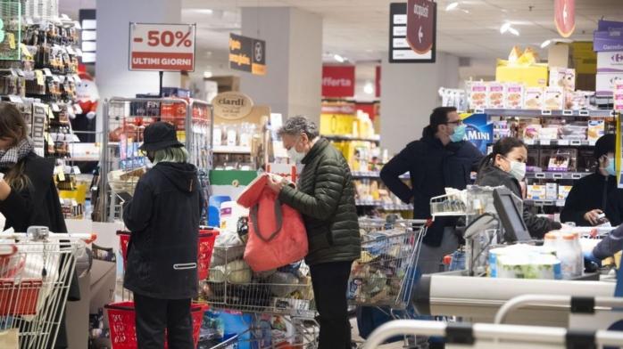 """Măsura închiderii magazinelor la ora 18, analizată de experți: """"Riscul de infectare cu COVID-19 va fi mai mare"""""""
