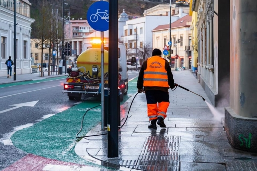 """Curățenie """"de primăvară"""" pe străzile din Cluj. Carosabilul și trotuarele vor fi spălate cu detergent"""