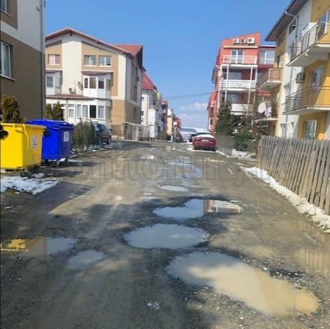 """Clujenii vor asfalt pe strada Marin Preda, dar Primăria nu poate interveni. Clujeancă: """"Pentru o amărâtă de stradă nu se face nimic"""""""