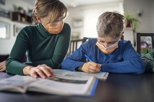 Zile libere acordate familiilor monoparentale, în cazul suspendării cursurilor școlare