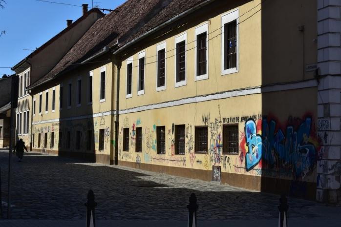 """Clădirile istorice din Centrul Clujului, pline de grafitti și mâzgălituri. """"Centrul orașului, un veritabil coteț"""". GALERIE FOTO"""
