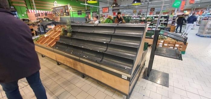 """Accesul în magazinele din Capitală, în funcție de numărul de coșuri de cumpărături. Prefect: """"Dacă va trebui, se va aplica și la Cluj"""""""