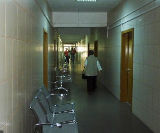 Angajații unui spital COVID NU poartă mască pe holuri, nici aproape de bolnavi. Concluziile șocante ale unui raport