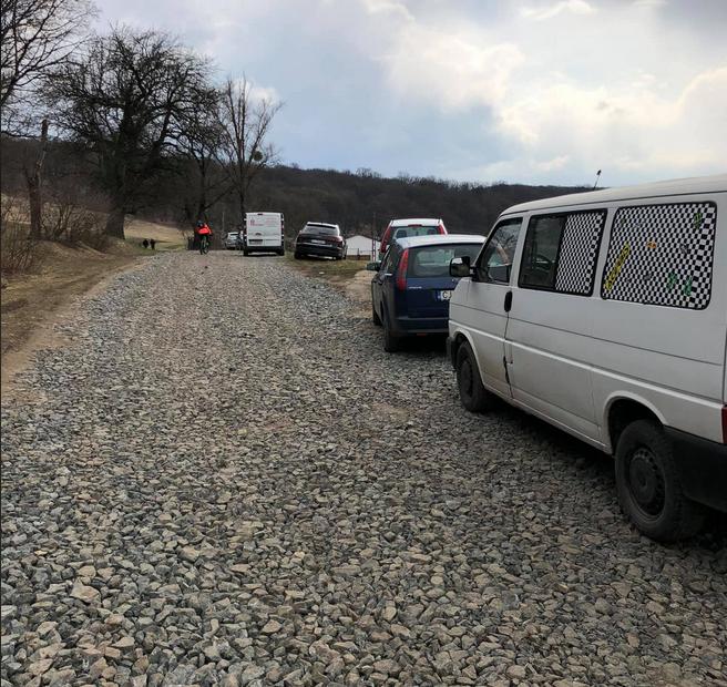 Drumul din Hoia Baciu care a fost pietruit ilegal