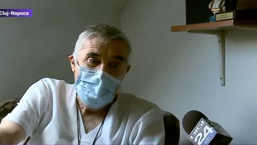 Un medic de 72 de ani din Cluj-Napoca, erou la un centru de bătrâni după ce și-a tratat pacienții într-un scaun cu rotile