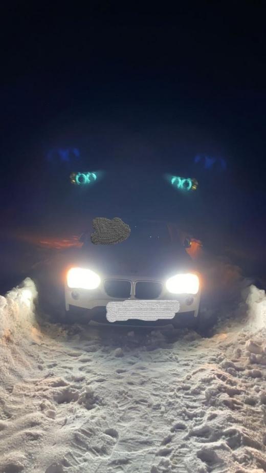 VIDEO. Un clujean cu BMW, rătăcit printre nămeți între Pasul Ursoaia și Ghețar. Voluntarii de la CERT Rescue, misiune de salvare dificilă