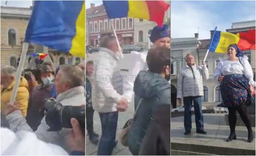Diana Șoșoacă, întampinată de Gheorghe Funar, fostul primar al Clujului. VIDEO