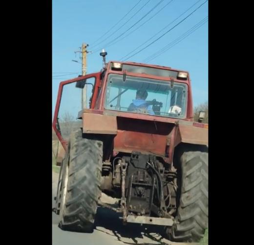 VIDEO. Un minor, surprins la volanul unui tractor în comuna Mociu, Cluj
