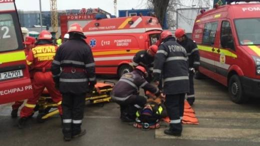 O tânără a fost lovită de autobuz pe trecerea de pietoni, în centrul Clujului.