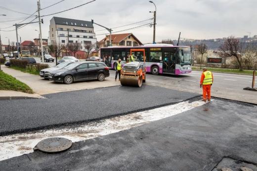 A început asfaltarea străzilor în Dâmbul Rotund.