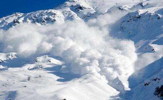 Un clujean a murit în munții din Austria, surprins de o avalanșă.