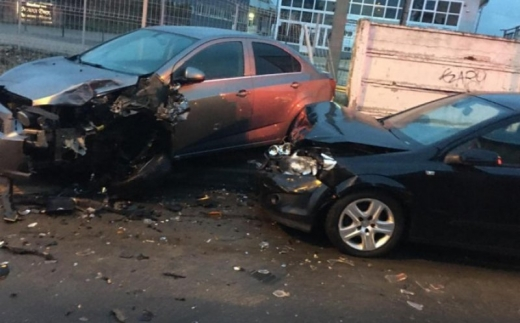 Fiul fostului șef al Băncii Dacia Felix a făcut praf 12 mașini parcate. Conducea beat și fără permis. FOTO