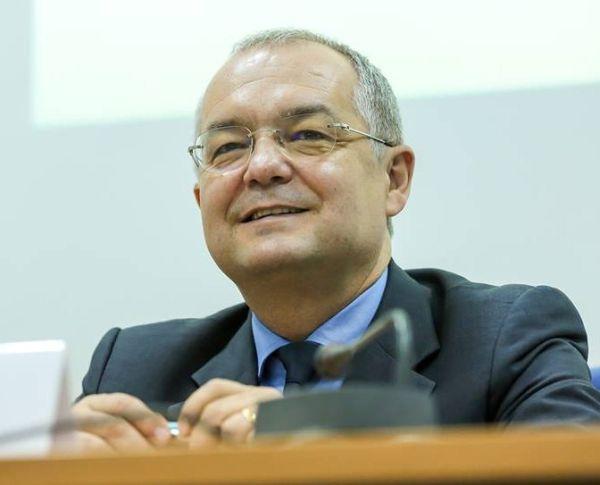 Emil Boc, al doilea cel mai de încredere politician din România