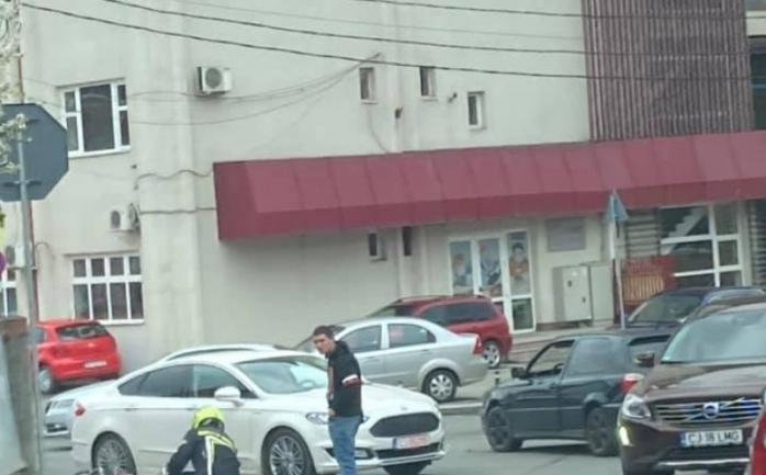 ACCIDENT în Gheorgheni. Un motociclist a ajuns la spital în urma impactului. FOTO