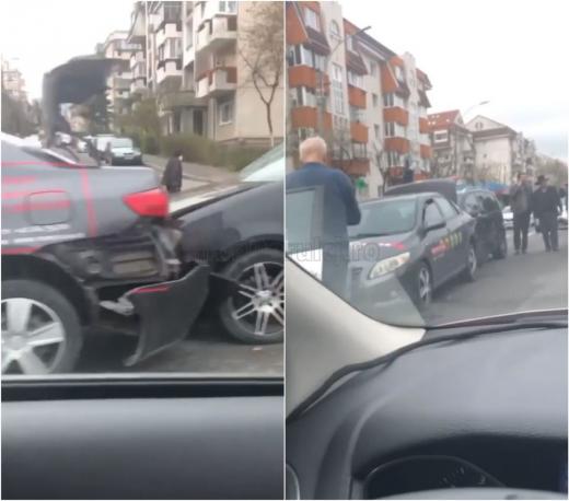 VIDEO. Accident cu trei mașini în Observator, la semafor