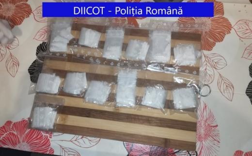 VIDEO. Percheziții în Cluj și alte județe. Polițiștii au găsit arme, droguri și zeci de mii de euro