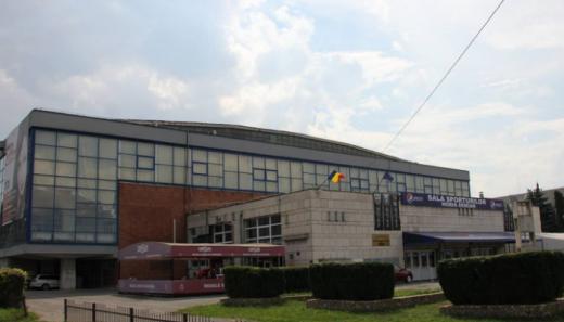 """Luni începe vaccinarea la centrul """"drive-thru"""", la Sala Sporturilor. Clujenii, imunizați din mașină cu Pfizer"""