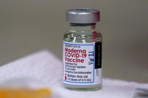 Clujul primește din nou doar puțin peste 9.000 de doze de vaccin Moderna. Clujenii nu preferă vaccinarea cu acest ser.