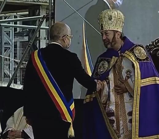 """Noul episcop de Cluj-Gherla a fost înscăunat la Cluj-Napoca. Boc: """"Clujul, singurul loc din Europa cu atâtea culte creștine""""."""