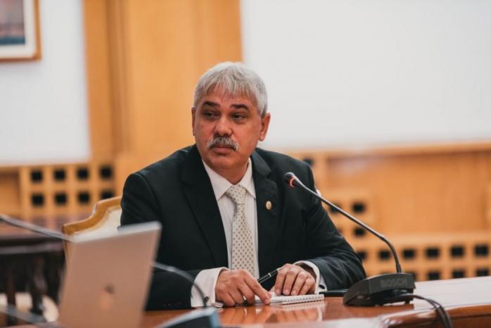 Benedek Zakarias, deputat UDMR, propune ca înmatricularea și înregistrarea vehiculelor să se facă într-o singură zi și un singur loc