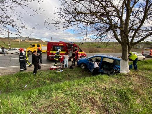GALERIE FOTO. ACCIDENT în apropierea Clujului! Două femei au fost transportate la spital