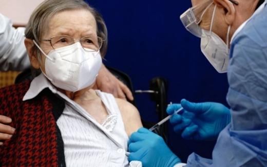 Aproape 80% din populația eligibilă a României este nevaccinată. Cele mai multe persoane vaccinate cu ambele doze au peste 60 de ani.