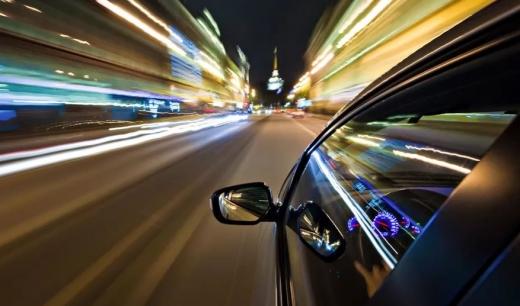 """Doi șoferi """"au tăiat-o"""" pe drumurile din Cluj! Polițiștii i-au prins conducând cu 150 km/h"""