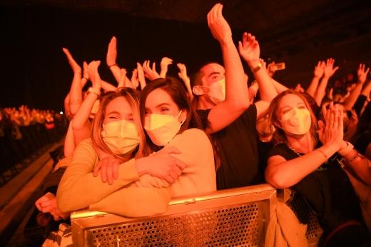 Concert-test cu 250 de oameni într-un oraș din Spania. Tinerii au dansat ore întregi pe ritmuri electornice