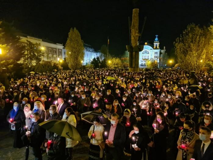 Mii de clujeni au particpat la slujba de Înviere de la Catedrala Mitropolitană din Cluj-Napoca. GALERIE FOTO