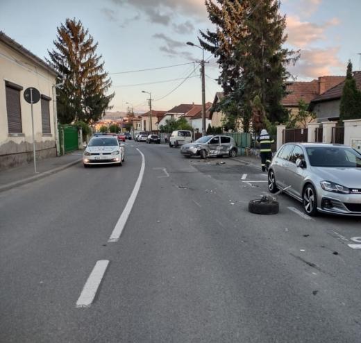 Accident pe strada Septimiu Albinii! Polițiștii au găsit droguri în mașina șoferiței vinovate