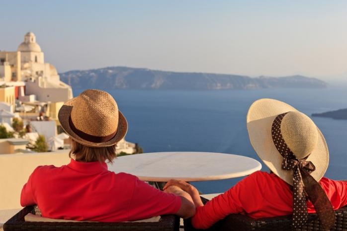 Vești bune pentru turiștii români! Grecia redeschide cafenelele și terasele după 6 luni