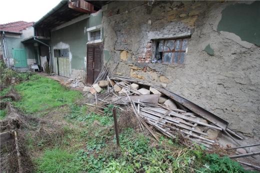 Casă dărăpănată din anii '50, la preț de vilă în Cluj-Napoca! 700.000 euro pentru pereți care stau să cadă. FOTO
