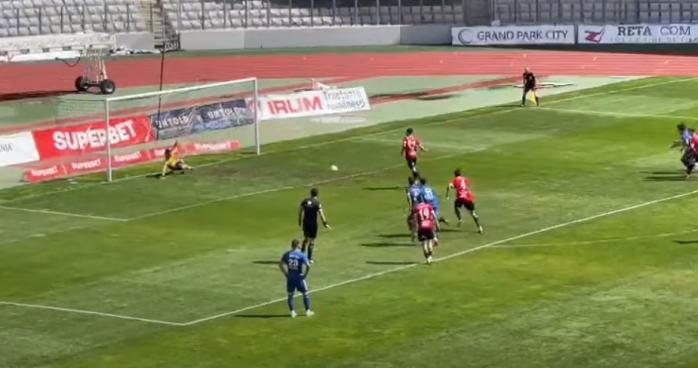 """Video. Ribeiro de la """"U"""" Cluj a bătut în cel mai penibil mod penaltyul primit în meciul cu Recea"""