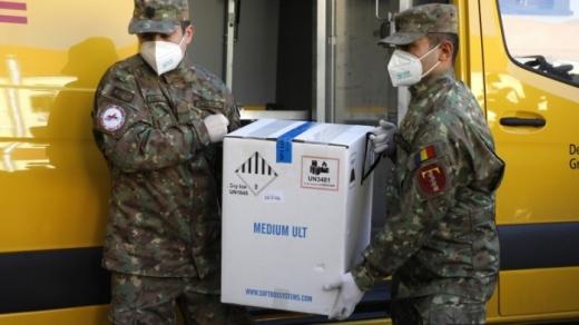 Aproape 100.000 de doze de Pfizer vor ajunge luni pe Aeroportul din Cluj.
