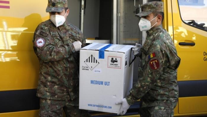 Aproape 100.000 de doze de Pfizer vor ajunge luni pe Aeroportul din Cluj