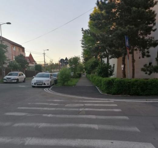 În sfârșit! Trotuare, accesibile pentru cărucioare și marcate unde NU se poate parca în Gheorgheni