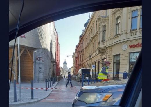 FOTO. Circulația este BLOCATĂ pe strada Iuliu Maniu. Șoferii, nevoiți să ocolească