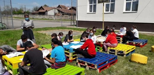 Cursuri în aer liber la o școală dintr-o localitate din Cluj