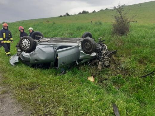 Mașină răsturnată în Mărtinești. O femeie a fost transportată la spital