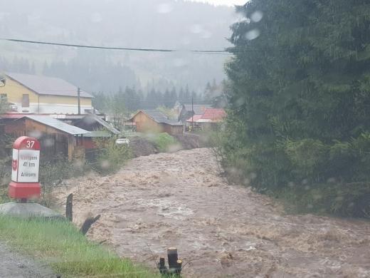 Inundații pe Râul Arieș! Pompierii se pregătesc să evacueze locanicii din zonele afectate